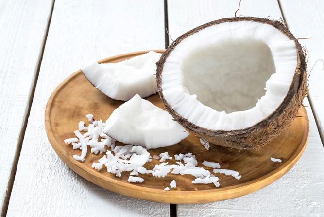 オーガニック(有機)ココナツだけを搾った高純度品。脂肪をエネルギーに素早く変えるオーガニックのMCTオイル|MELROSE KICKSTART(メルローズ キックスタート)
