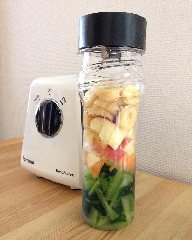 毎朝のみたい、簡単にできるカルシウム豊富な「小松菜スムージー」。パワフルな小型ブレンダー|ferrano