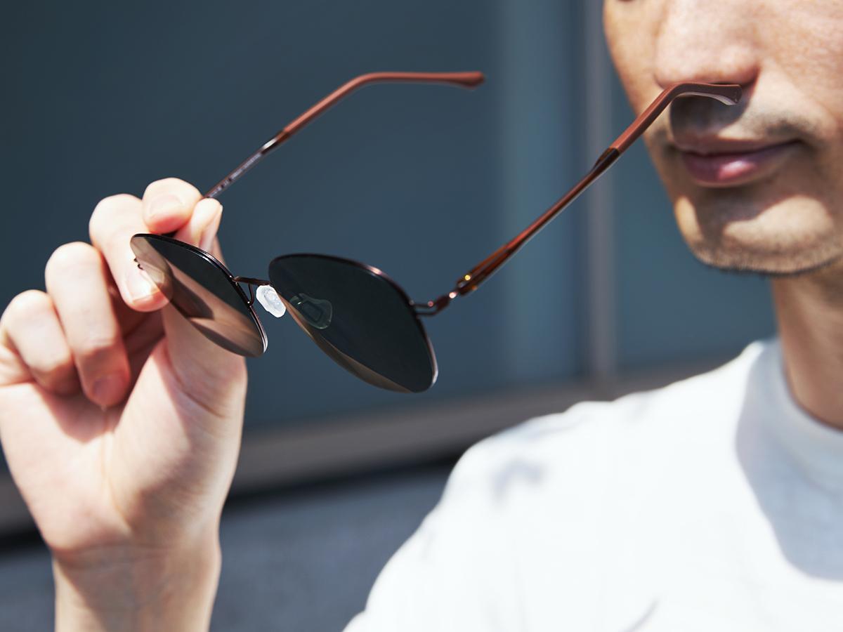 新感覚の掛け心地!工具を使わず、自分で調整できる「サングラス」|RAWROW - R SUN ULTRA THIN 810