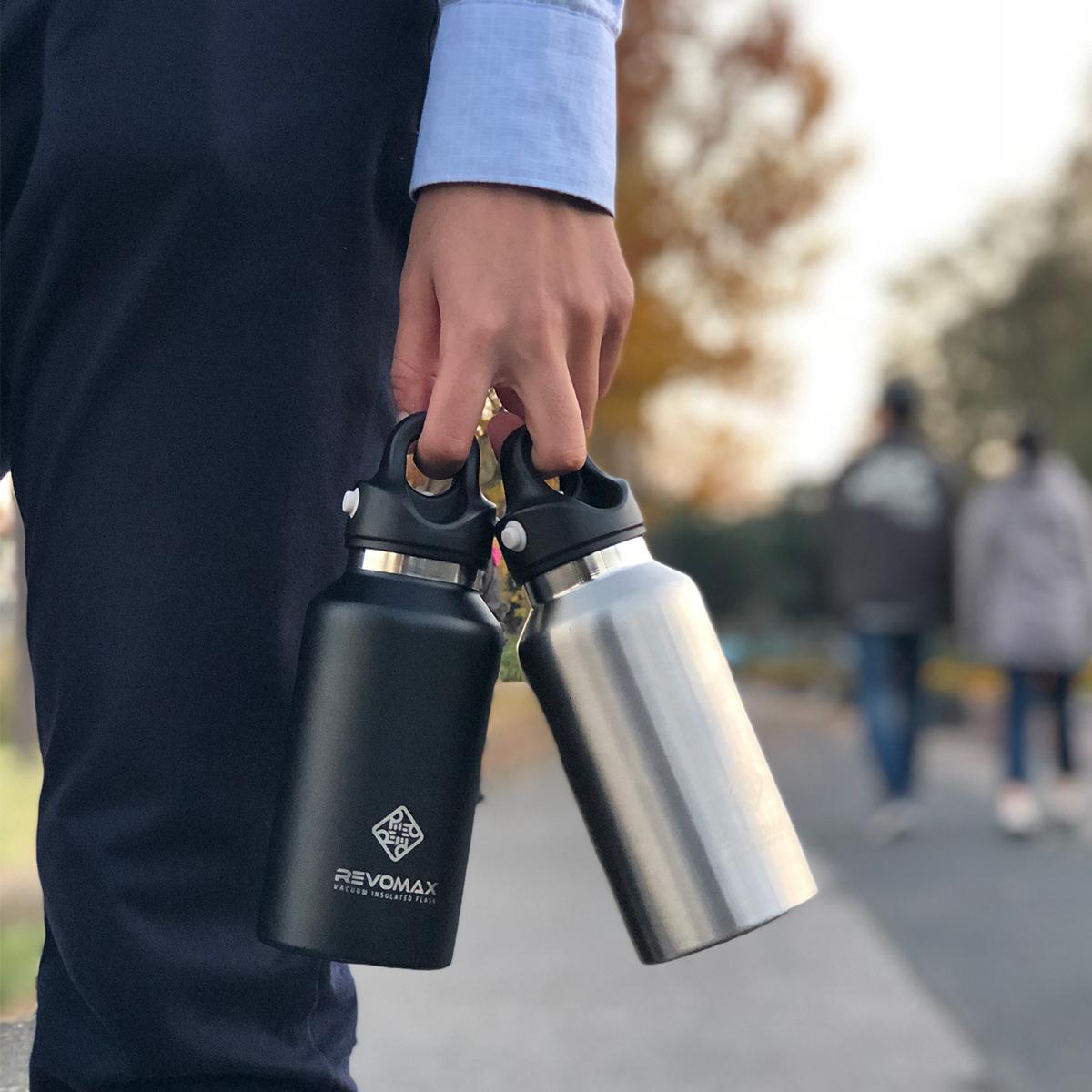 キャップ上部のリングに、指をかけて運べるので、バッグからの取り出しや持ち歩きもスマートな「マイボトル」|REVOMAX(レボマックス)