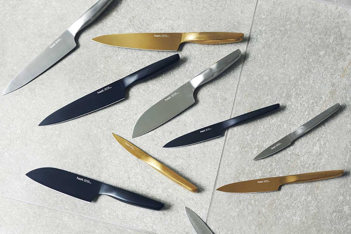とにかくサビや割れ、欠けに強く、切れ味が長く続く頼もしさ。継ぎ目のないシームレスなデザインは、衛生的でお手入れもラク。極薄刃でストレスフリーな切れ味、野菜・肉・魚に幅広く使える「包丁・ナイフ」|hast(ハスト)