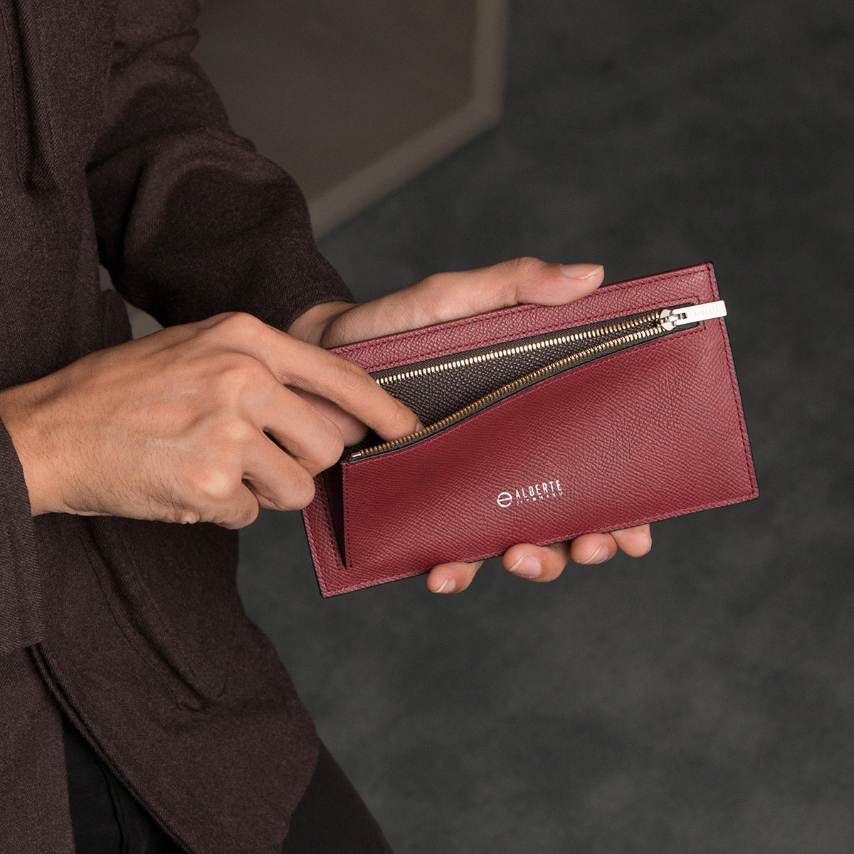 カードを見える化、カードや紙幣がひと目でわかる革財布(長財布)|ALBERTE