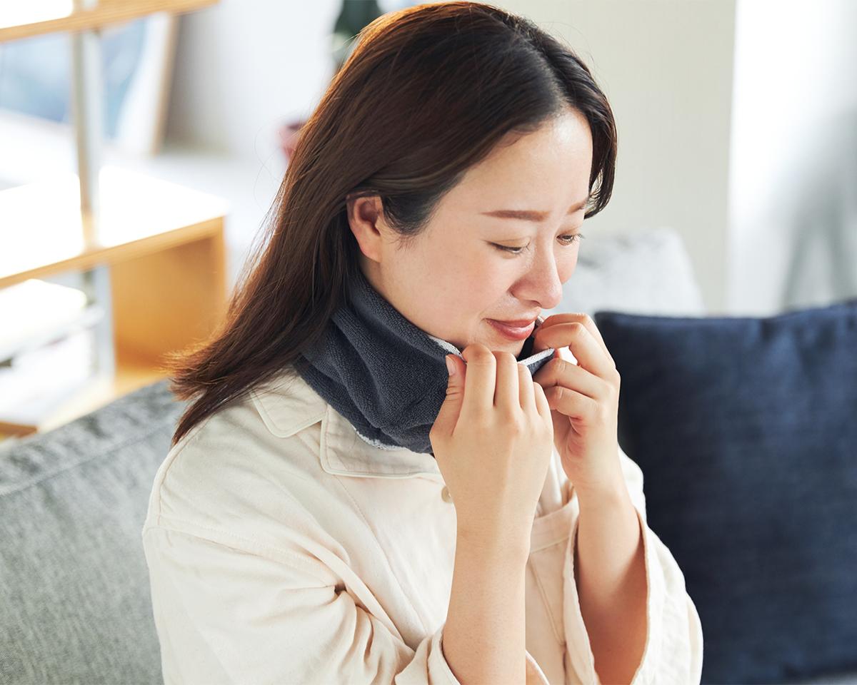 『WARP』のタオル地でつくった「ネックゲーター」は、ふんわり柔らかい肌触り。|酸化チタンと銀の作用で、生乾き臭・汗臭の菌を除去する「タオル」|WARP