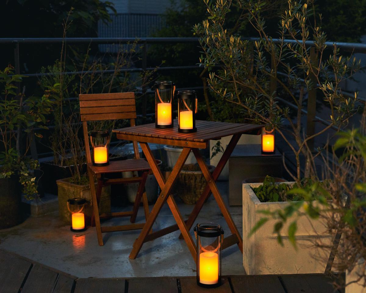 心地よいヒュッゲな暮らしに。家のベランダ、テラス、玄関、リビング、食卓、ベッドサイドに|暗くなったら自動で点灯、ソーラー充電式の「LEDガラスランタン」|Notte(ノッテ)