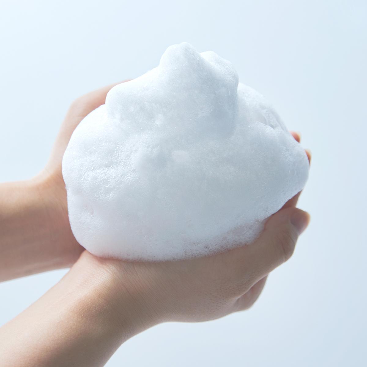 こだわりの「泡」は、泡立ちがよくて、モチモチの感触。汚れをしっかり浮かしながら、洗い上がりの肌はしっとり。髪もスルリとまとまる。洗い心地、仕上がりともに極めた全身シャンプー|『MANGETSU(満月)』『SHINGETSU(新月)』Jam Label(ジャムレーベル)