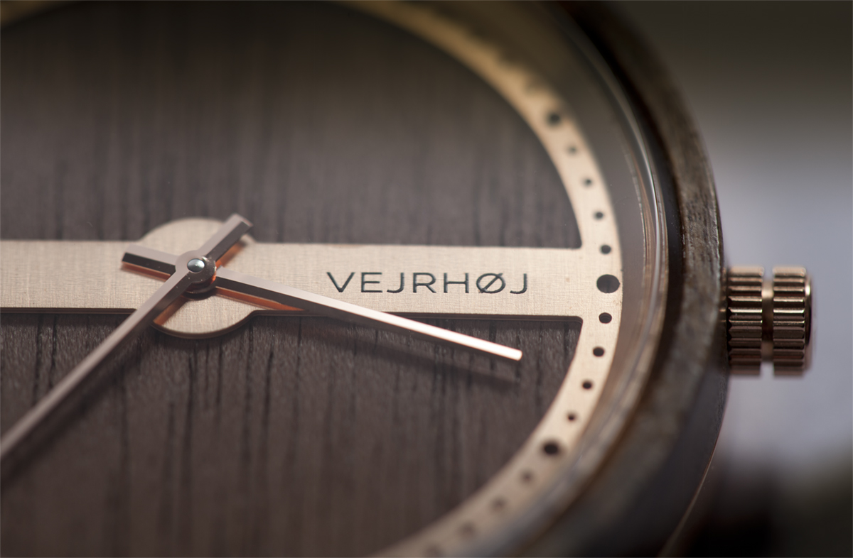 カエデやクルミ、ゼブラウッドを、時計のデザインごとに使い分けた美しい木目の腕時計|VEJRHØJ
