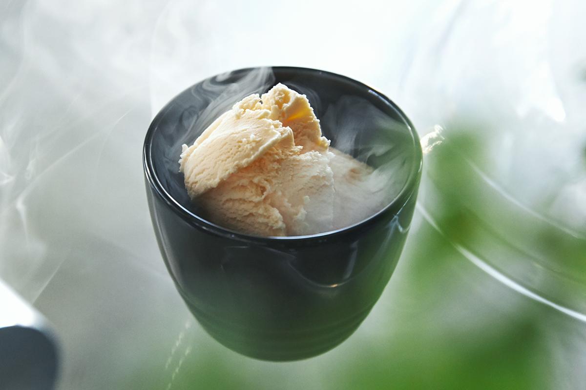 バニラアイスの燻製、熟したバナナの燻製もおすすめ。誰でも手軽にできて、感動的に変化する「燻製器」IBSIST(イブシスト)