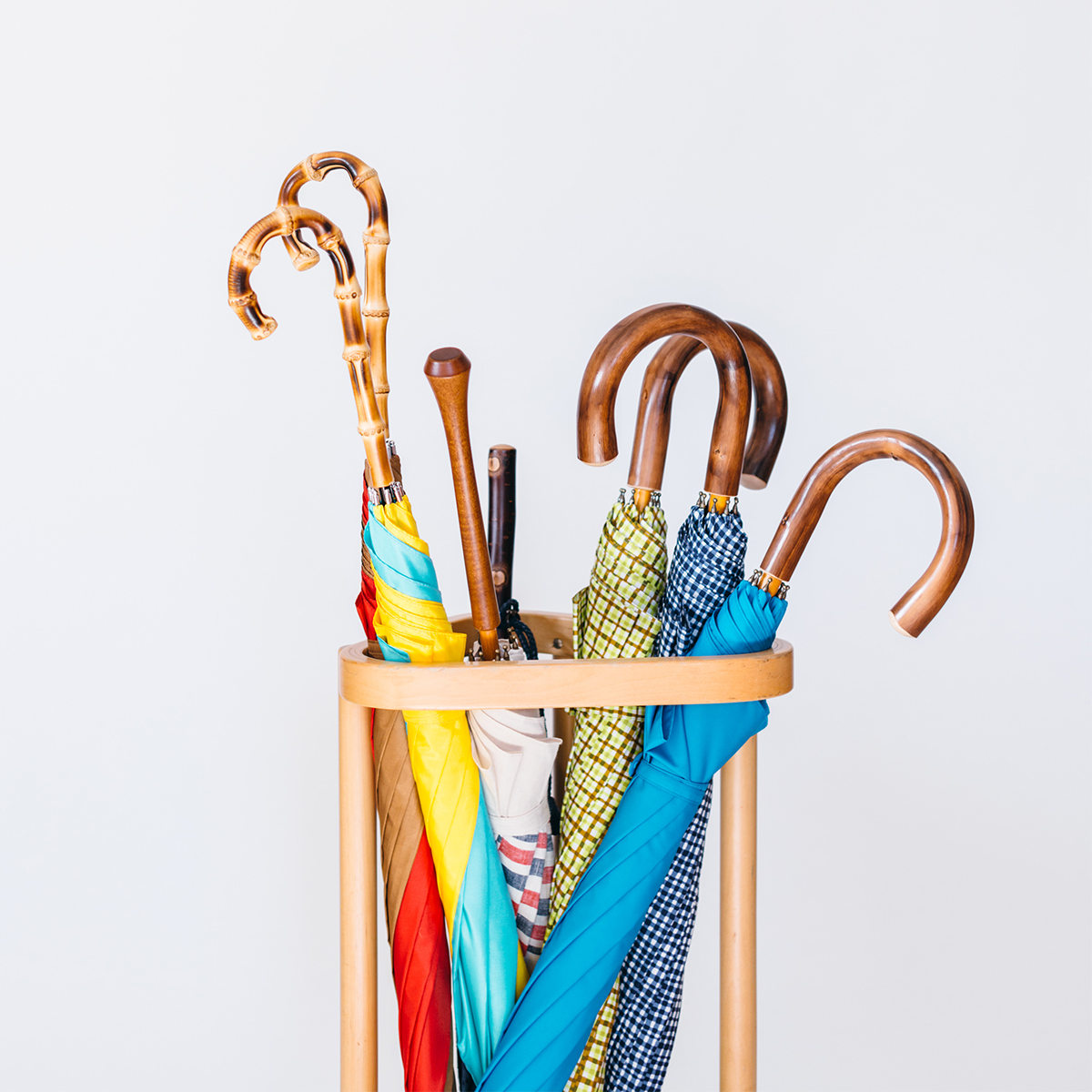 目の覚めるような色づかいに、繊細な刺繍。毎日が楽しくなるお洒落で愛らしい「日傘・長傘」|BON BON STORE