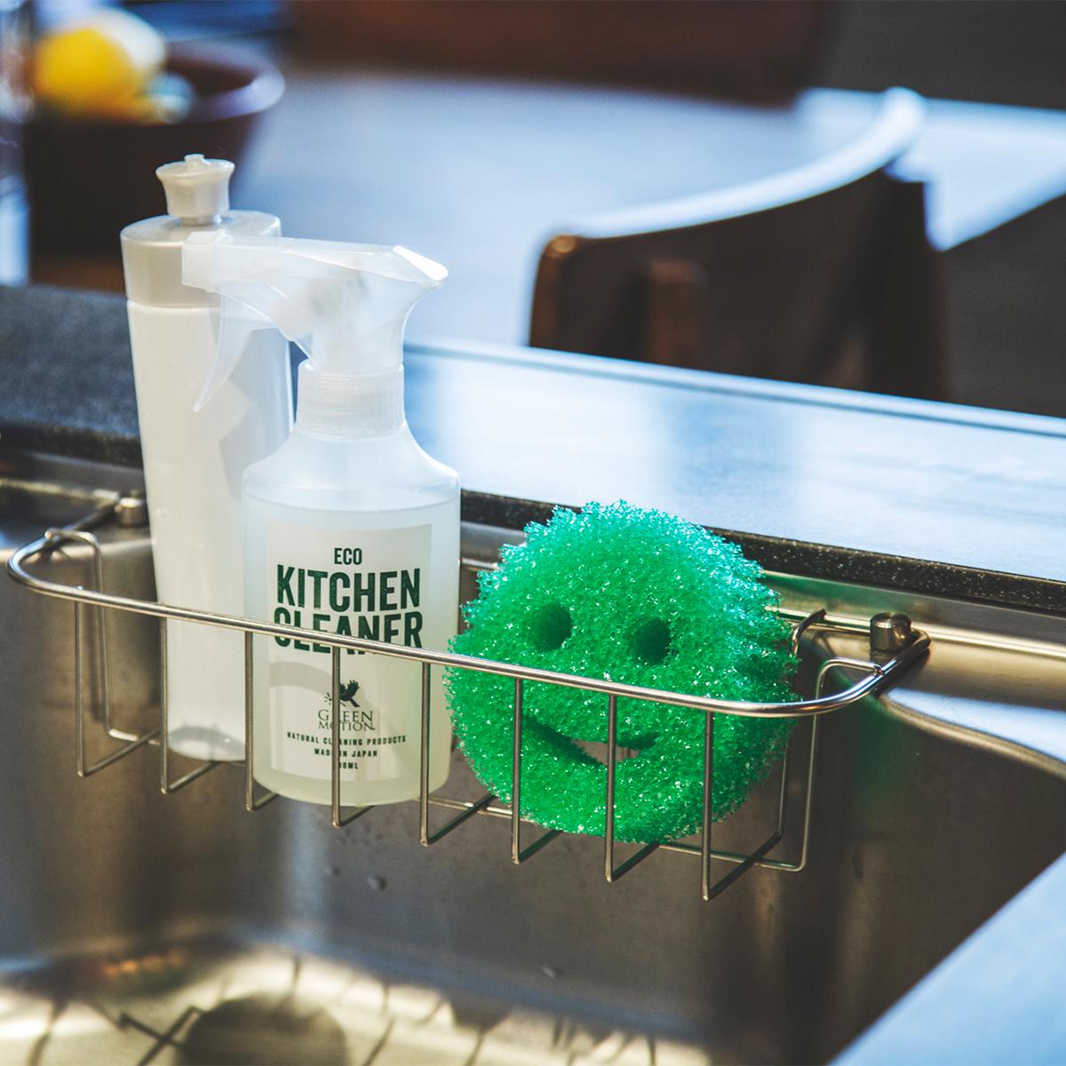 汚れ離れや泡切れもいいので、汚れたスポンジも水ですすぐだけでキレイに。「洗浄スポンジ」|Scrub Daddy