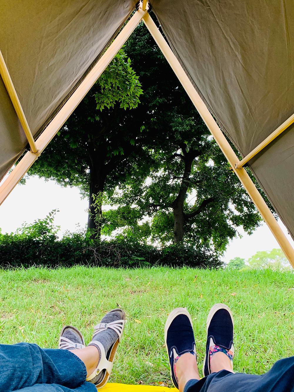 開放的なつくり。テントの入り口と奥の二面が開いているから、風がスーッと通り抜けていって、なんとも気持ちがいい「帆布テント」|LA TENTE ISLAISE(ラ・タント・イレーズ)