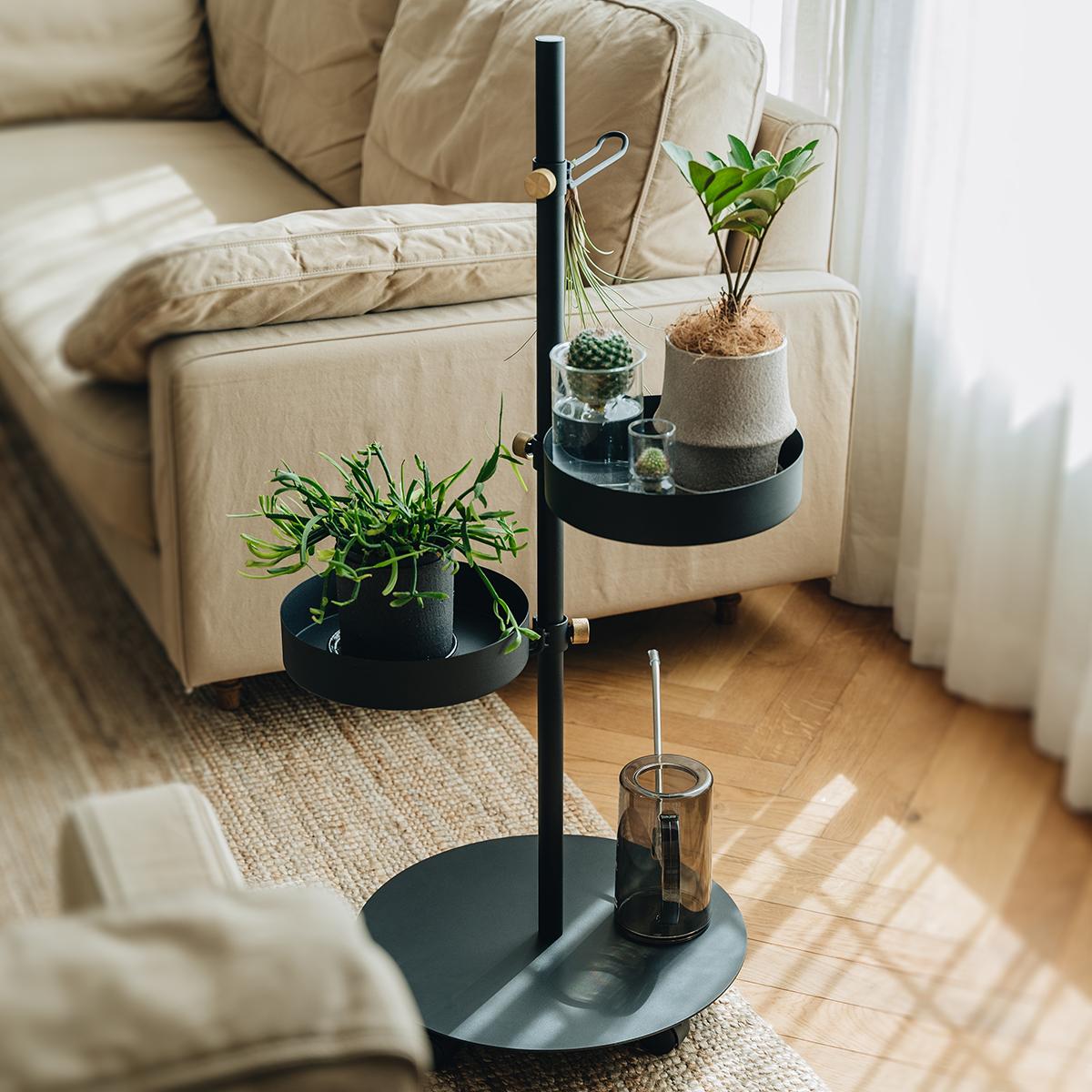 あなたの暮しをグッと効率よく変える、あらゆる場所で<見せる収納>を。キャスター台つきポール「Move Rod(ムーブロッド)」|DRAW A LINE(ドローアライン)