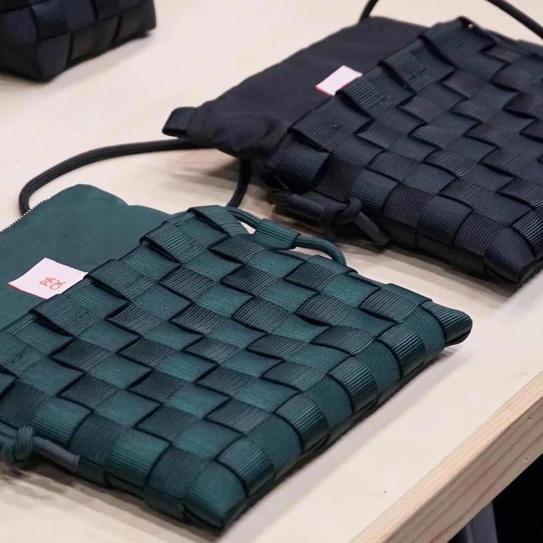 抗張力が高く、破れにくい素材に加え、編みの技法によってより強靭なつくりに仕上がった「ショルダーバッグ」  PACK