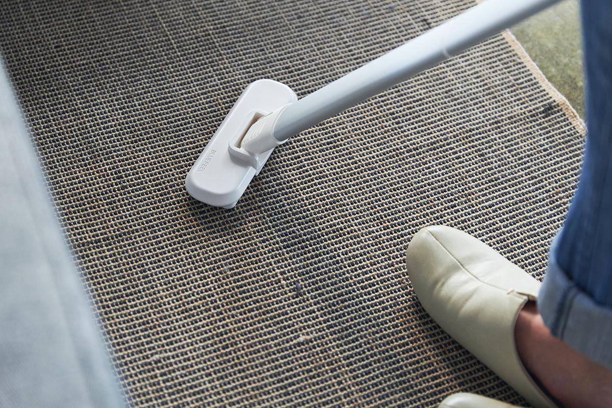 隅々まで幅広く掃除できる、アタッチメント付き。リビングに馴染むデザイン、ゴミに気づいたら即ハイパワーで吸引できる「ハンディクリーナー」|MONTANC(モンタン)