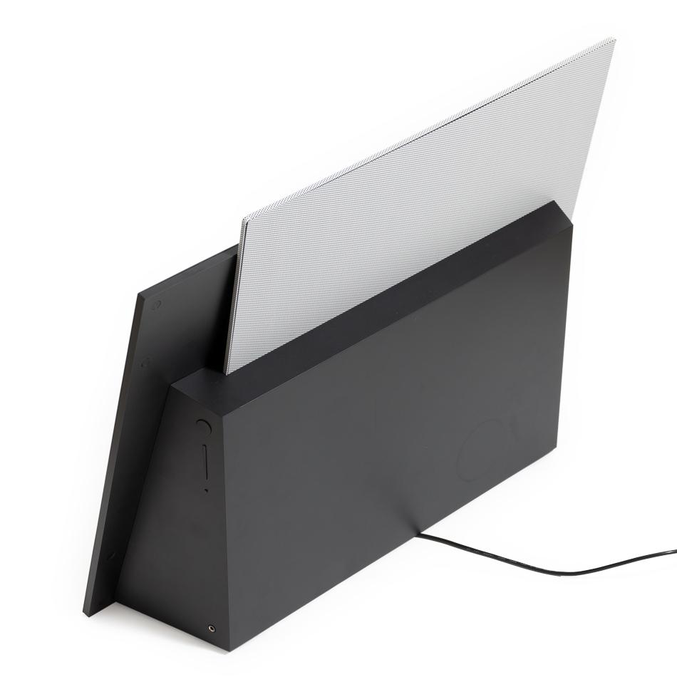 壁自体をスピーカーの共鳴部として活用できるよう《リア・リフレクション方式》を採用した、美しいサウンドのスピーカー|Lyric Speaker Canvas
