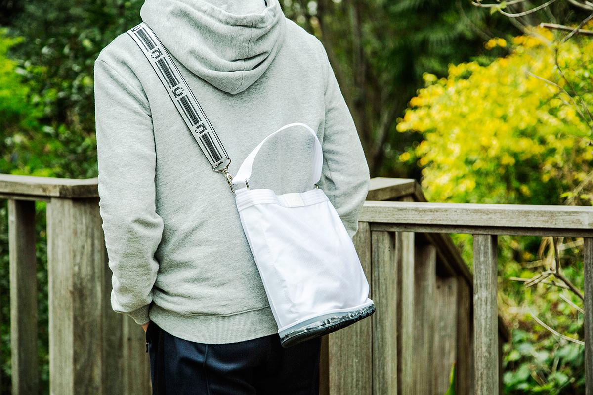 「幸せホルモン」の分泌を促してくれる散歩グッズ。毎日の「散歩」が楽しくなるグッズを集めてみました。バッグや財布、タオルに傘、ケア用品など8選
