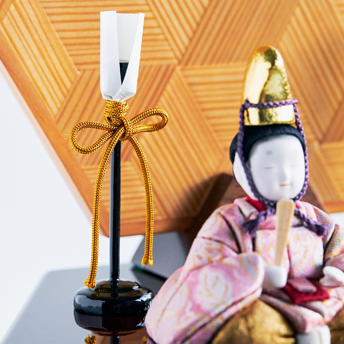 美しく自然な風合いを持つ絹糸の髪は、平安時代の割り毛スタイル。お内裏様の繊細な生え際も、一本一本筆入れされています。|柿沼東光(経済産業大臣認定伝統工芸士)× 大沼 敦(工業デザイナー)によるモダンな雛人形