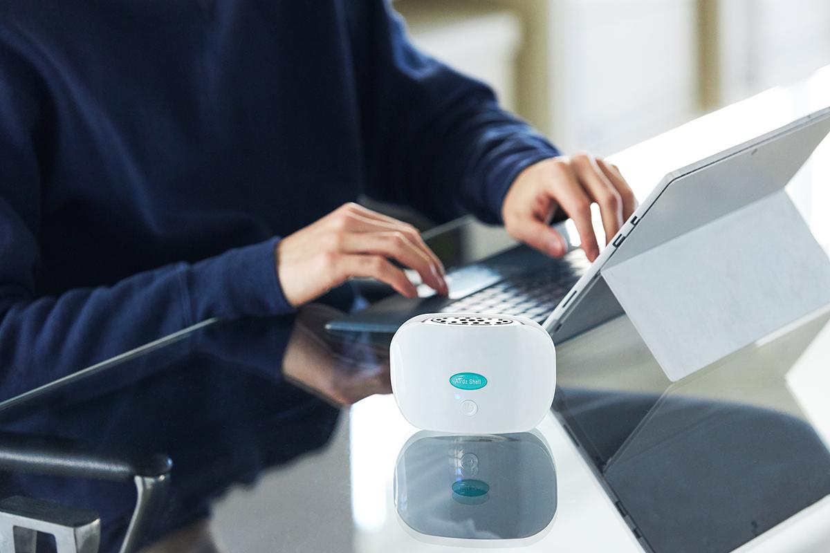 携帯用でコンパクト。コードレスで、計24時間、運転できます。実際の除菌効果や悪臭分子の除去効果もある携帯型「オゾン発生器」|Airdz Shell(エアーズ シェル)