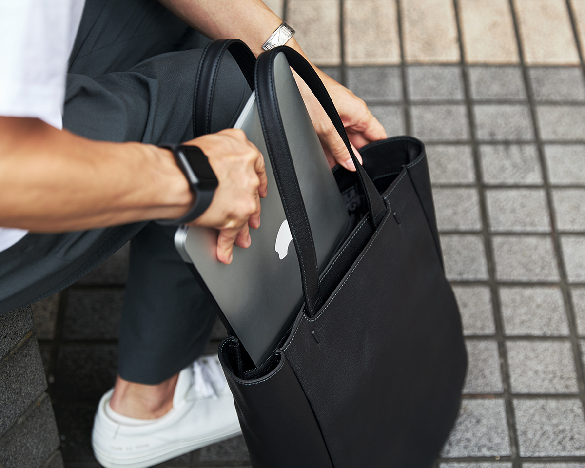 機能性抜群のポケットを装備|防水レザー、超軽量、直感ポケット付きの日本製レザーバッグ|PCバッグ・トートバッグ・リュック・バックパック|FARO(ファーロ)