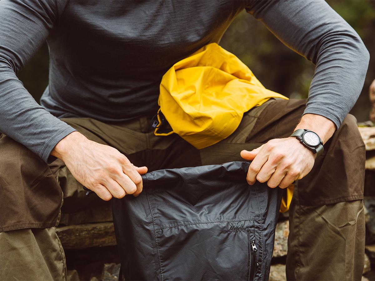 旅先や日常生活でアクティブに動き回れる、手のひらサイズにたためる《完全水仕様》のバックパック|Matador Freerain24 2.0