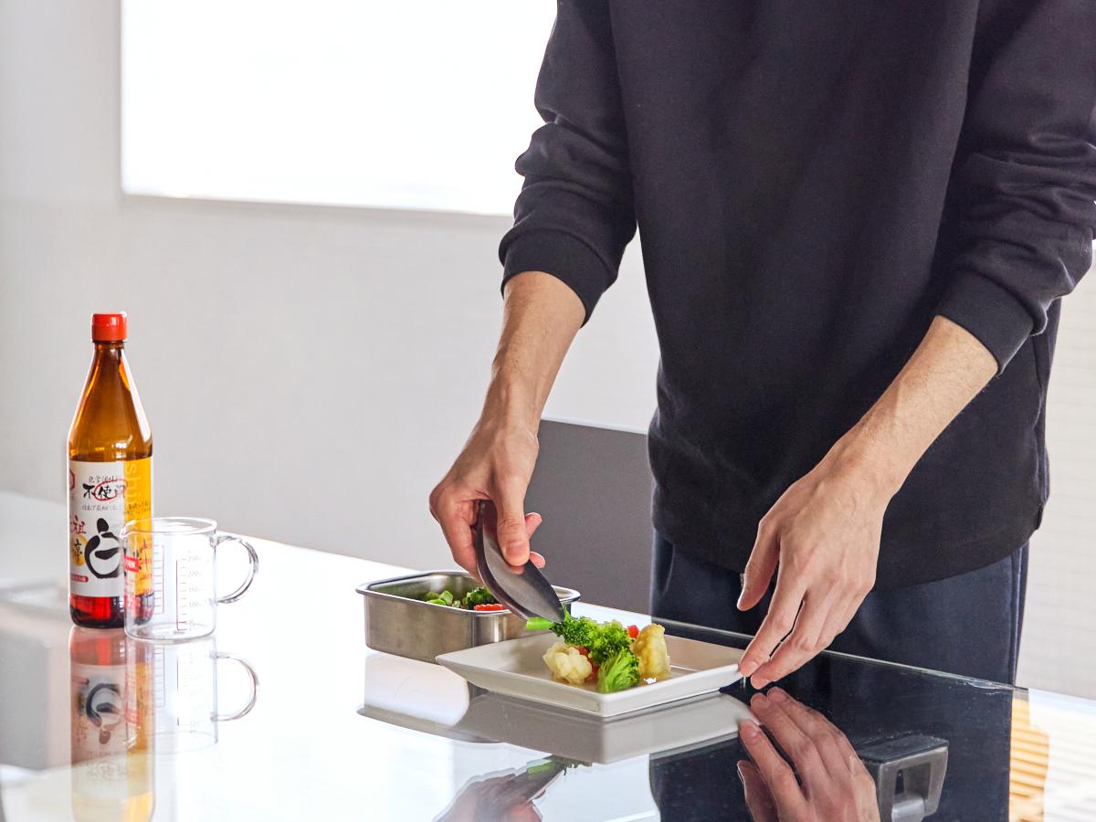 食べ盛りのお子さんや仕事や家事に忙しい人にぴったり。手間なく美味しく仕上がる|日本で唯一の有機白醤油と枕崎産本枯節を使った「白だしの元祖」万能調味料|七福醸造の元祖料亭白だし