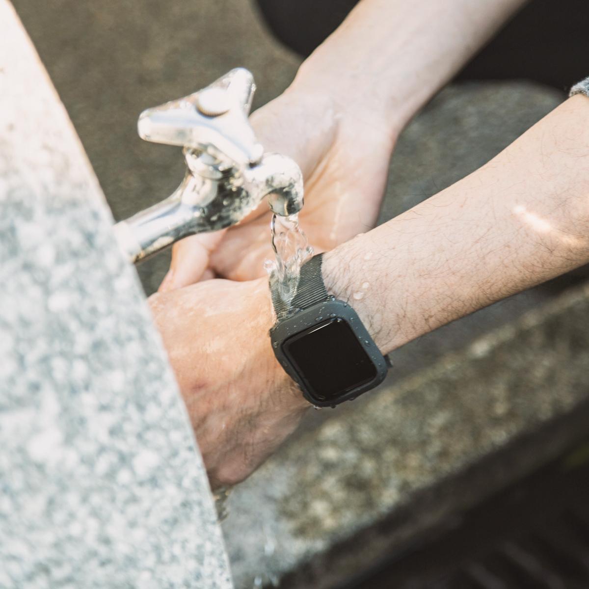 濡れてもさっと拭くだけでOKだから、釣りや水辺のレジャーでも気軽に装着できます。 落下・衝撃・水濡れに強い、タフケース一体型Apple Watchバンド|LANDER Moab case+Band
