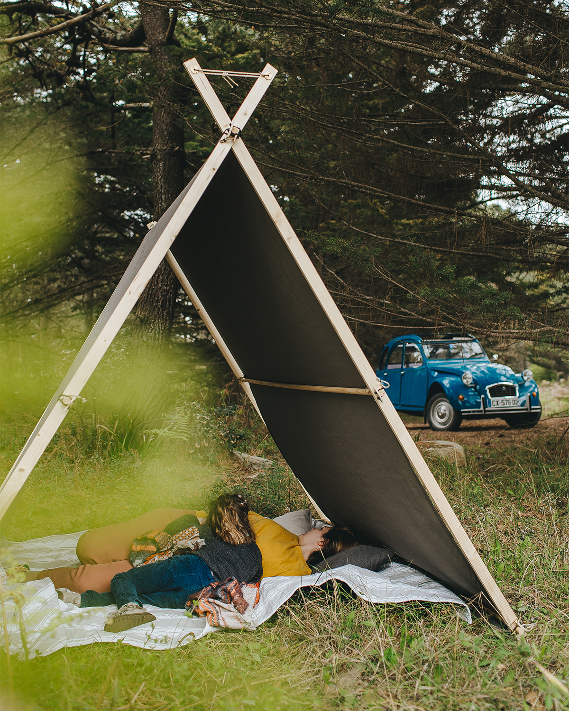 風を感じながら、テントで過ごす「何もしない時間」が、気持ちいい。何気ない休日を、とっておきの一日に変えてくれる「帆布テント」|LA TENTE ISLAISE(ラ・タント・イレーズ)