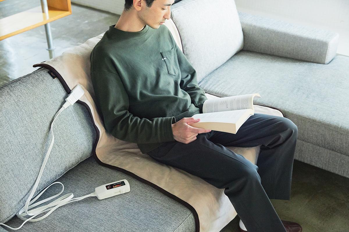 室温まで感知して温度調整をしてくれる。あなたの睡眠サイクルに合わせて、電源が自動オンオフ!洗濯機で丸洗いできる「電気毛布」|HEAT-CRACKER