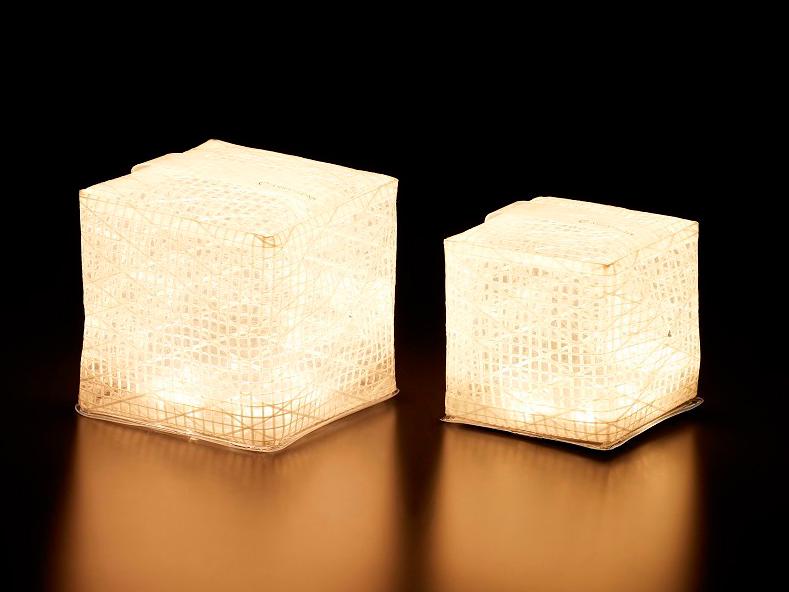 薄さ1.2cmに畳める超軽量ソーラー充電式ライト(ランタン)で、いつも太陽の光がそばに|carry the sun
