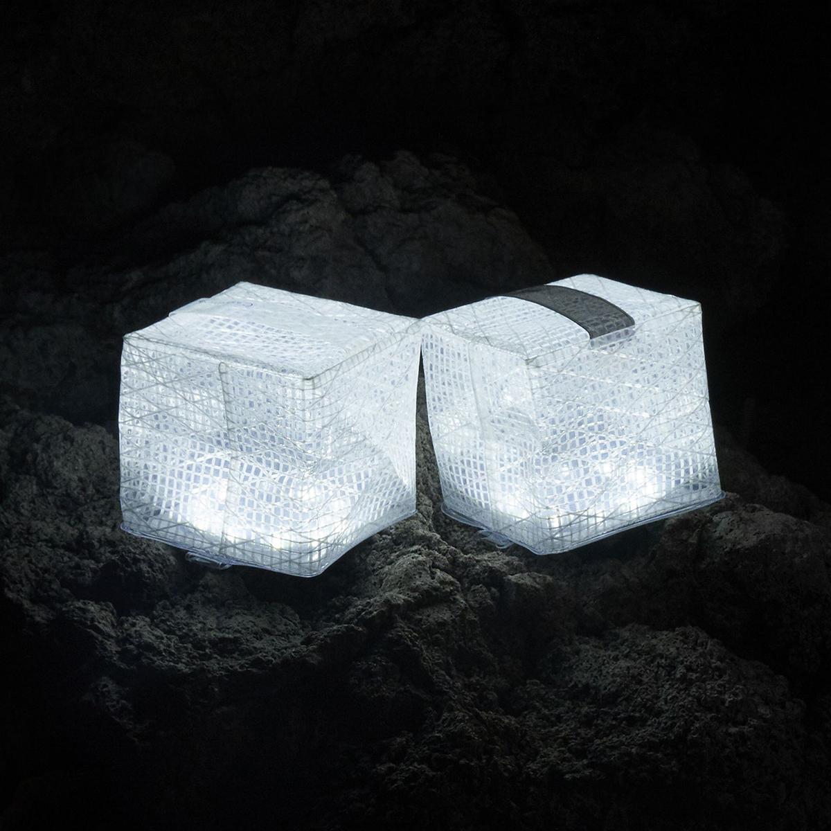 「クールブライト」は、昼白色(蛍光灯)のような白い光。薄さ1.2cmに畳める超軽量ソーラー充電式ライト(ランタン)で、いつも太陽の光がそばに|carry the sun