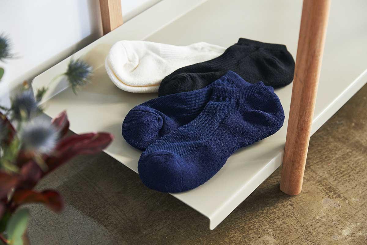 足首を覆わない、軽いはき心地で、通勤やアウトドア、ジムでの運動にぴったりです。|消臭効果、サラサラ効果が続く、美濃和紙を使った和紙靴下・和紙ソックス
