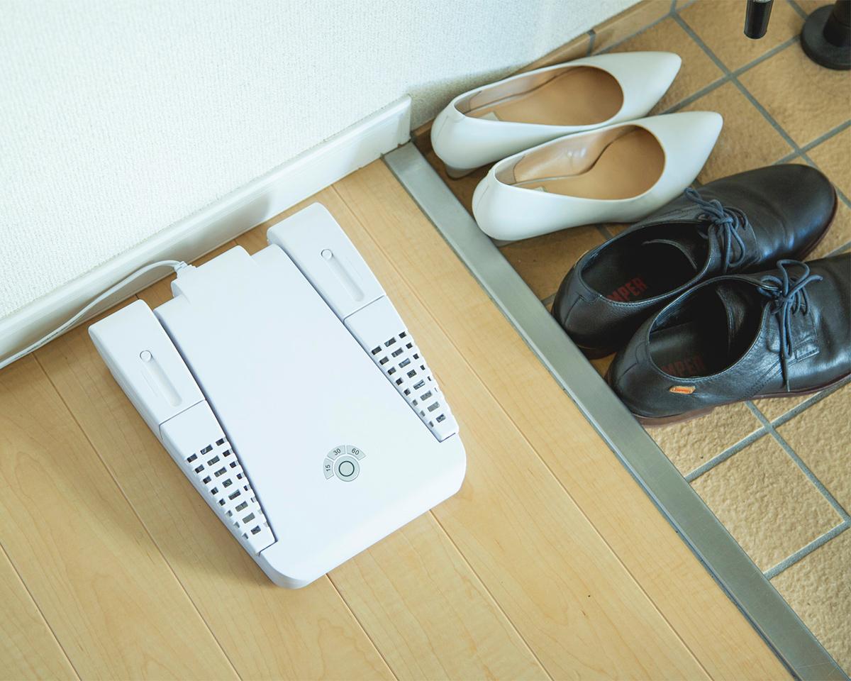 靴の臭いケアに!15分置くだけ、紫外線でニオイも水虫菌も洗える「靴クリーナー」|RefreShoes(リフレシューズ)
