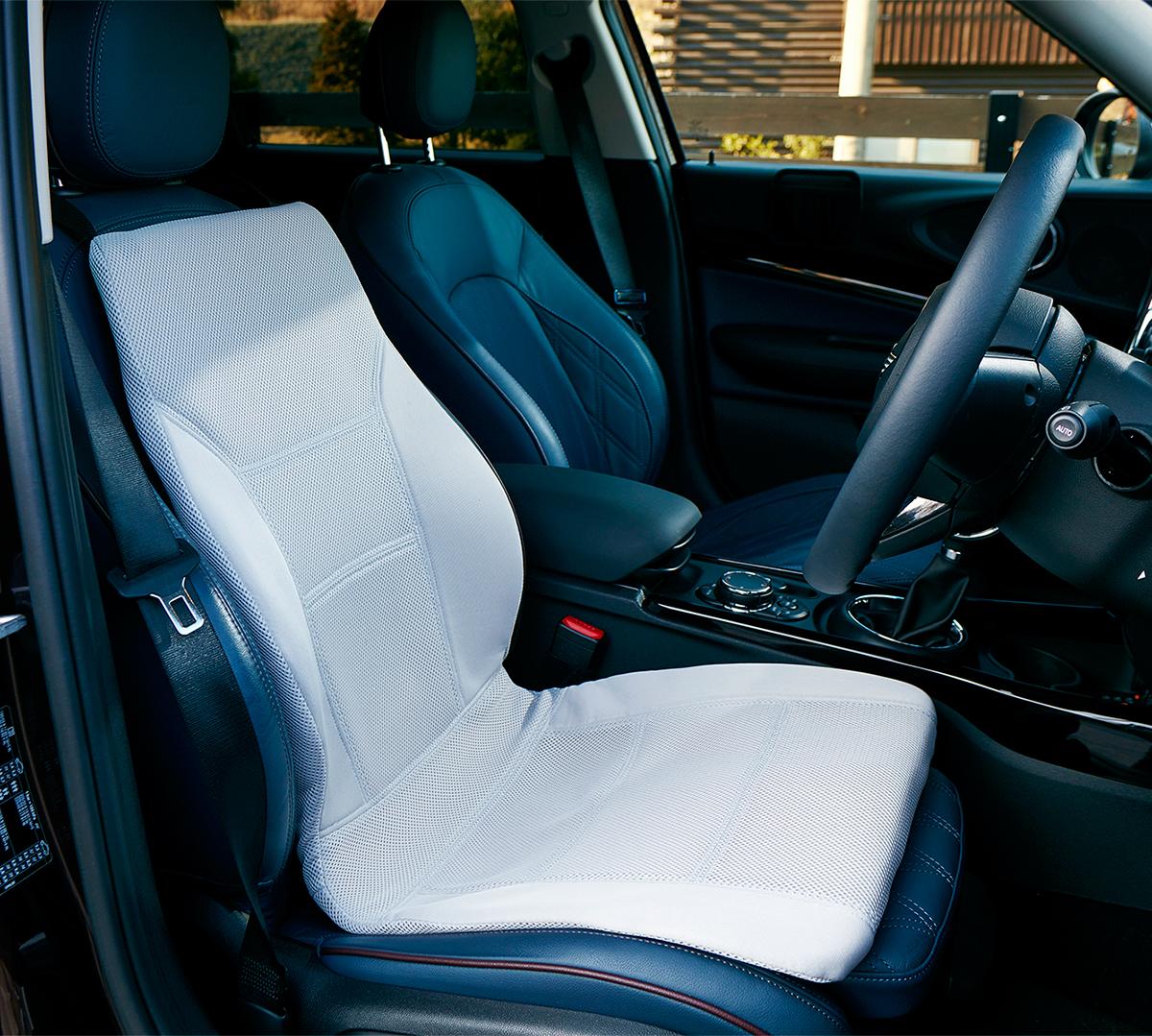家から車へ、車から別の車へ、ラクに持ち運びできます。置くだけで、運転中ずっと、腰・背中・お尻がラクな車用シートクッション|P!nto Driver