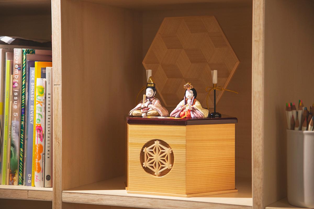 リビングのサイドボードや、ダイニングのカウンターに、気軽に飾れる|柿沼東光(経済産業大臣認定伝統工芸士)× 大沼 敦(工業デザイナー)によるモダンな雛人形