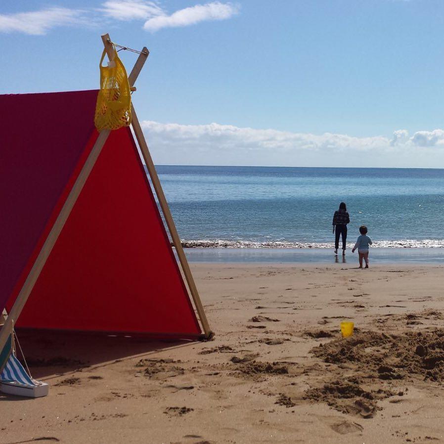 今まで、何気なく過ごしていた時間も場所も、とっておきに生まれ変わる。組立ても収納もカンタンな「帆布テント」|LA TENTE ISLAISE(ラ・タント・イレーズ)