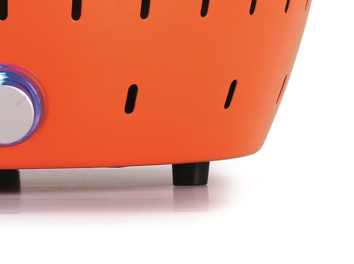 樹脂製の底脚つきだから、わざわざ三脚を使ったり、地面に置く必要がない「炭火焼グリル」(コンパクト・軽い、ミニ、スモールサイズ)|Lotus Grill