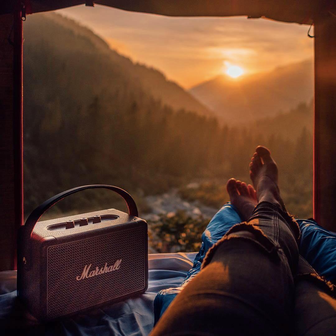 アウトドアでも音楽を楽しめる、庭でのBBQやキャンプ、お花見、ビーチにもってこいのコンパクトワイヤレススピーカー|Marshall Kilburn Ⅱ