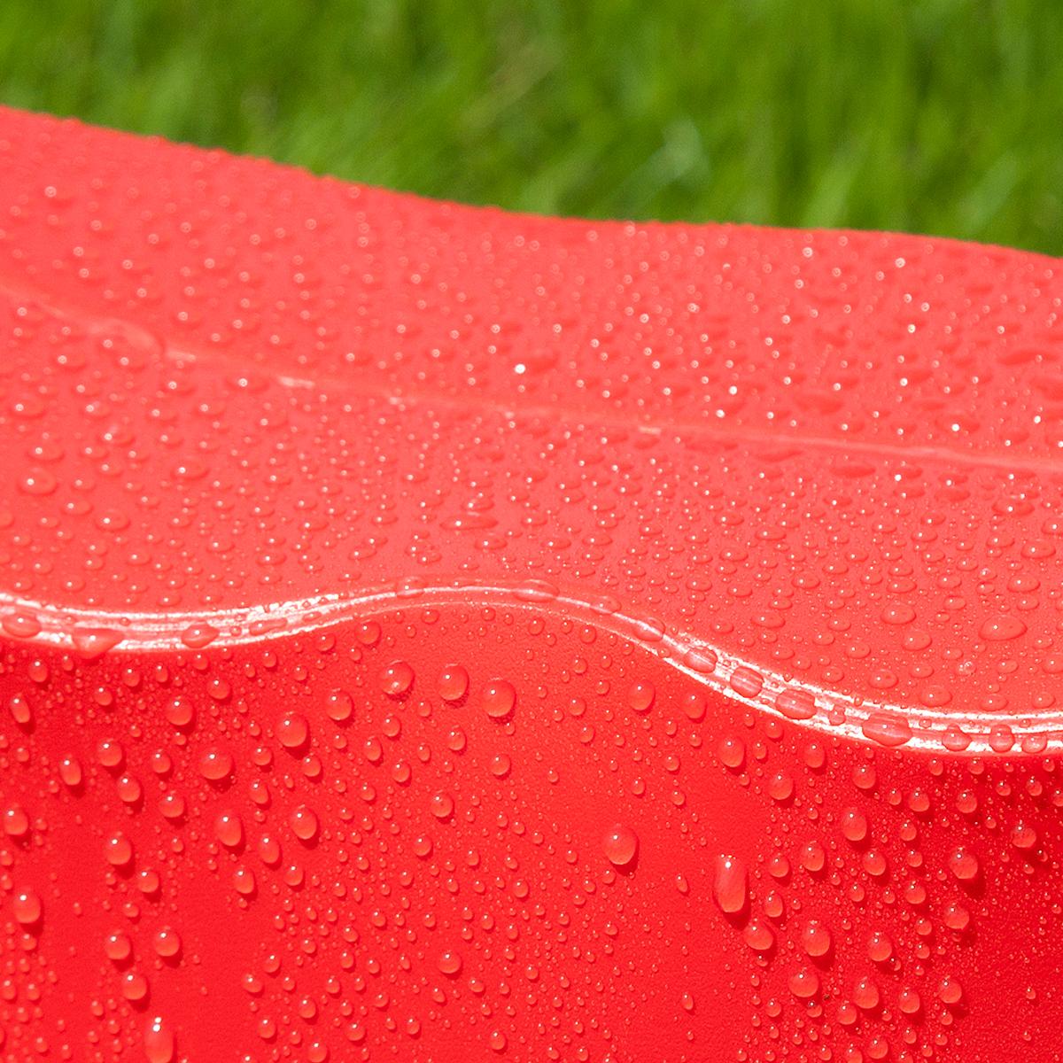 軽いのに強度があり、水に濡れても劣化しない発泡ポリプロピレンを使用。軽くて丈夫なのにコンパクトに薄く畳める、どこにでも持ち歩けるイス|PATATTO