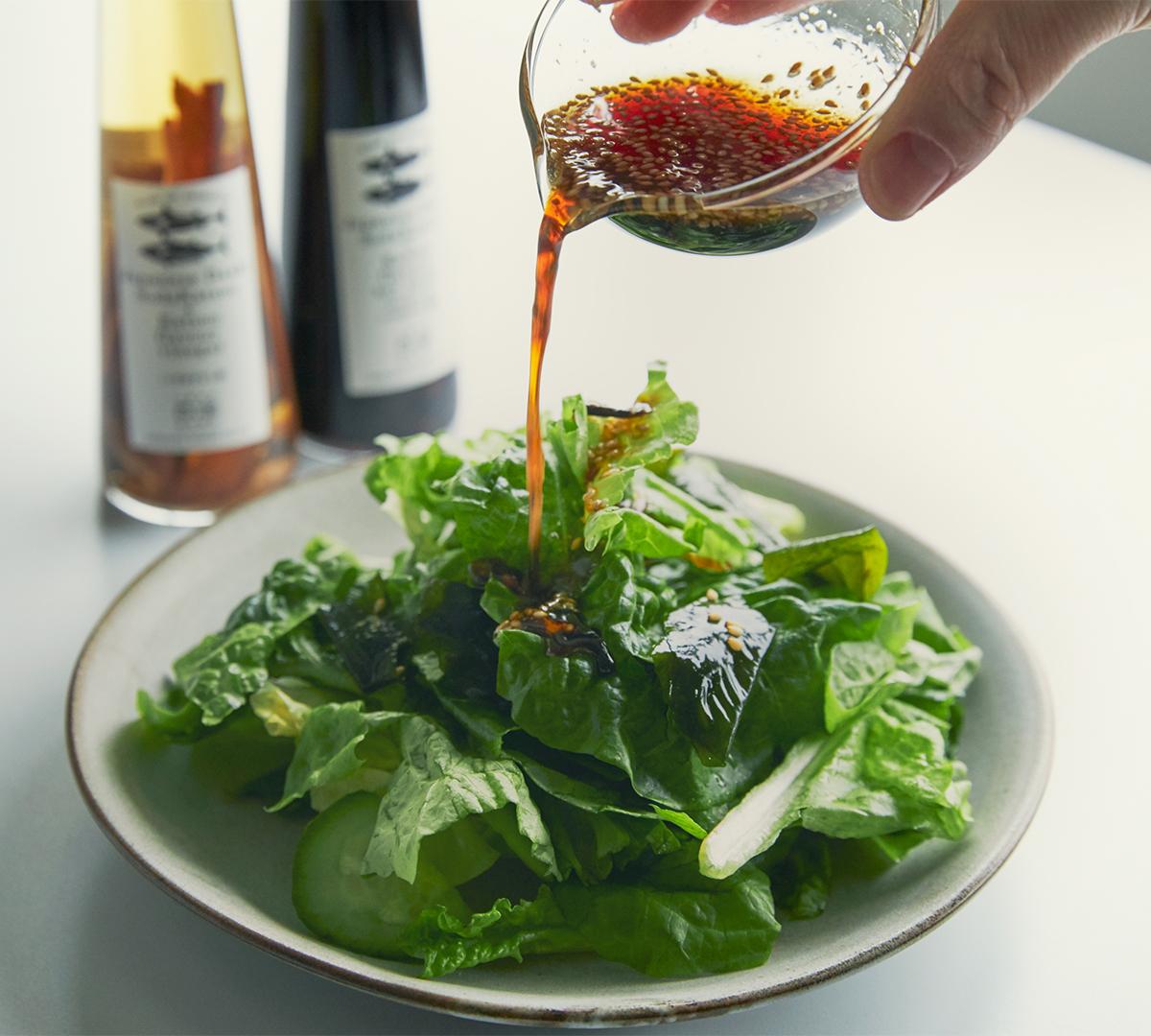 うまみが凝縮!いつもの調味料が宗田節で輝きだす、つぎ足して使える「だし醤油&だし酢(化粧箱入り)」|SHIMANTO DOMEKI COMPANY