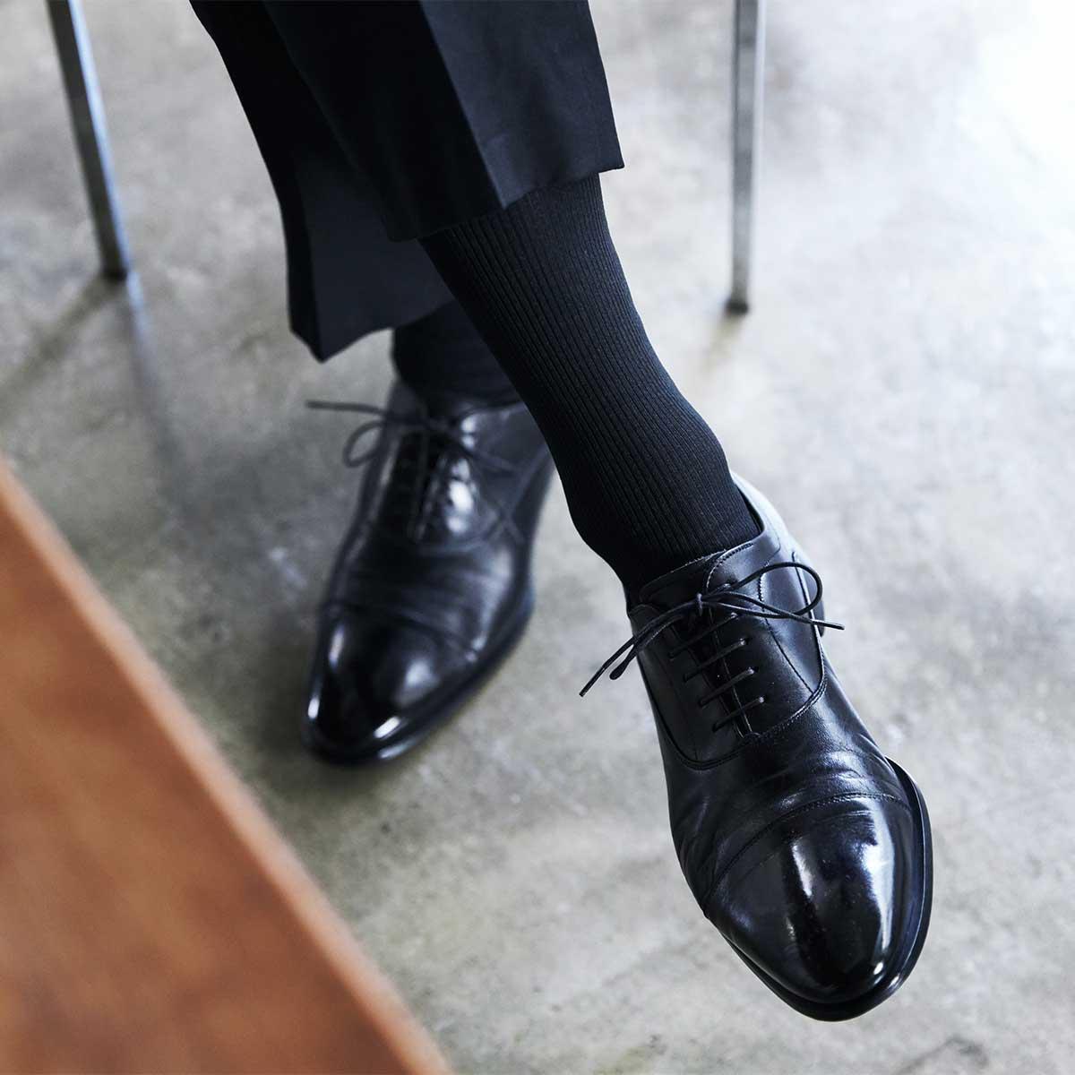 ビジネス用の無地リブタイプは、足を組んでも肌が見えない・透けない、クルー丈(ふくらはぎの下)|消臭効果、サラサラ効果が続く、美濃和紙を使った和紙靴下・和紙ソックス