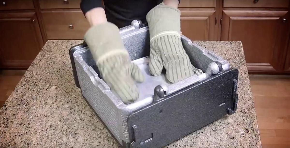 BBQ、キャンプ、ピクニックに持ち運べる、保冷・保温に優れた軽量で頑丈な折りたためるクーラーボックス|Flipbox