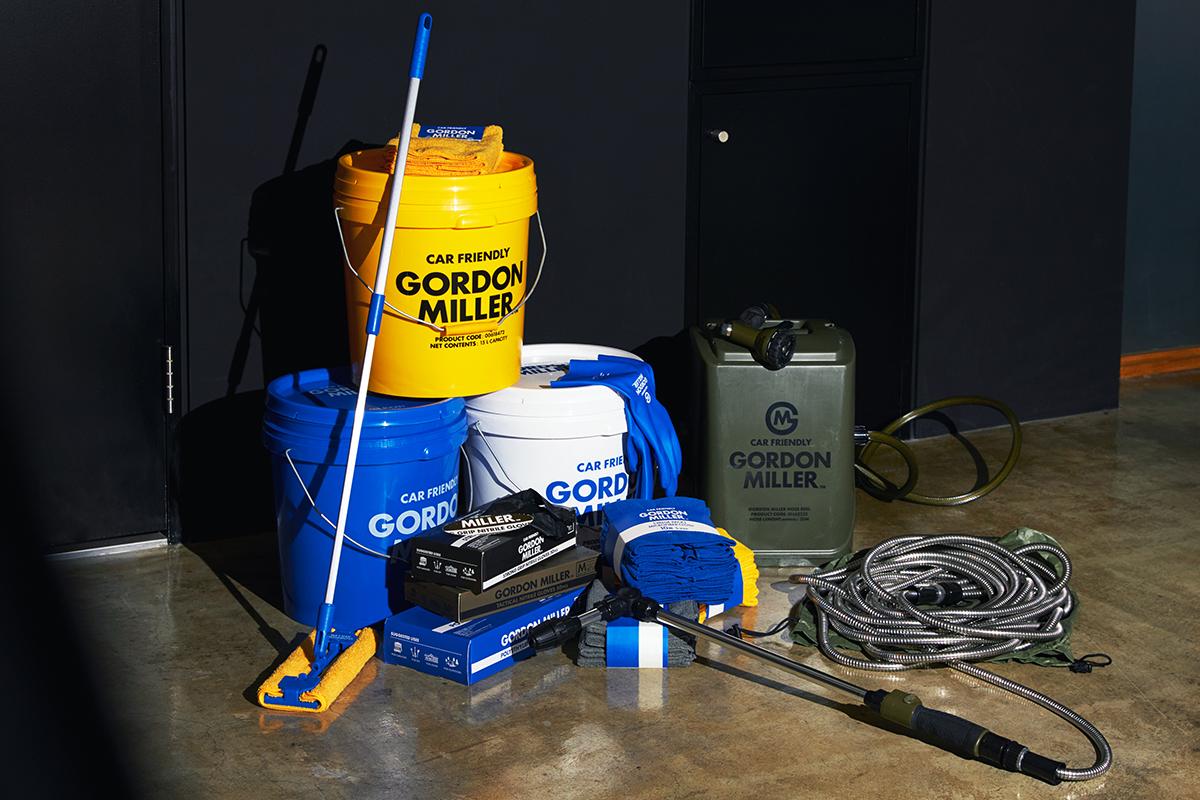 心躍る、ポップな黄色や青のカラーに、スタイリッシュなロゴの組合せ。気分が上がる掃除道具。カー用品のオートバックスから生まれた『GORDON MILLER』(ゴードンミラー)