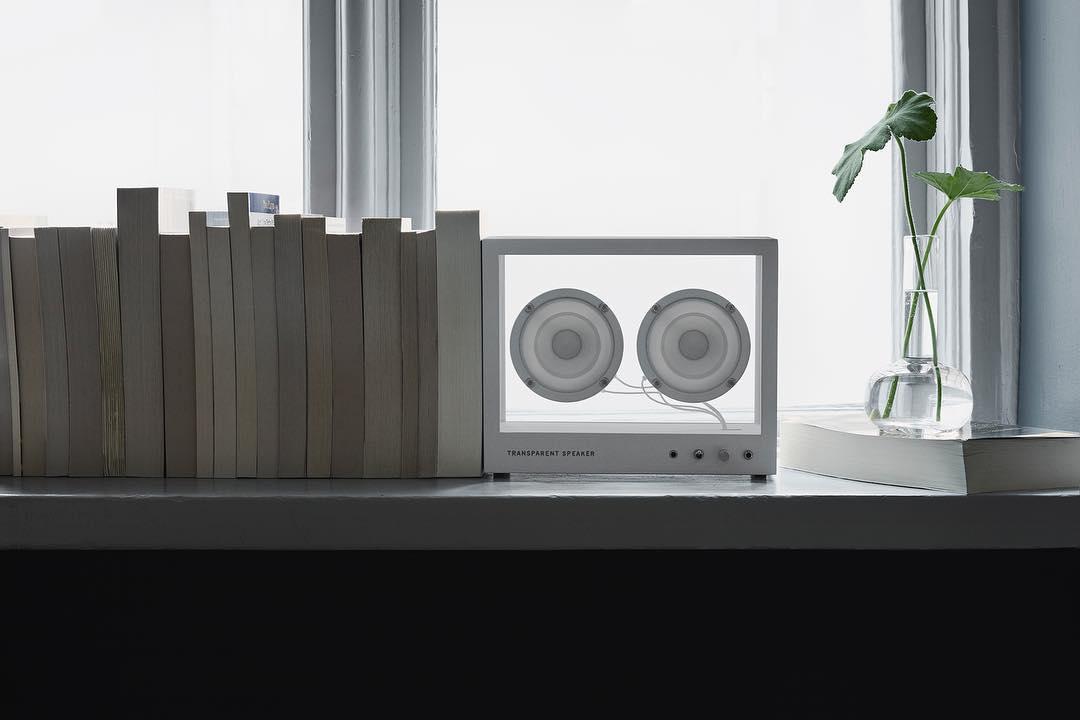空間を上質なものに変えてくれる高音質。ガラスとスピーカーユニット2つだけ、美しい佇まいの「Bluetoothスピーカー」|TRANSPARENT SPEAKER(トランスペアレント スピーカー)