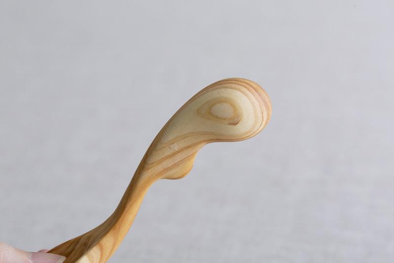 3本指でつまみやすい設計の子どものお箸の練習になるスプーン|エレファントスプーン