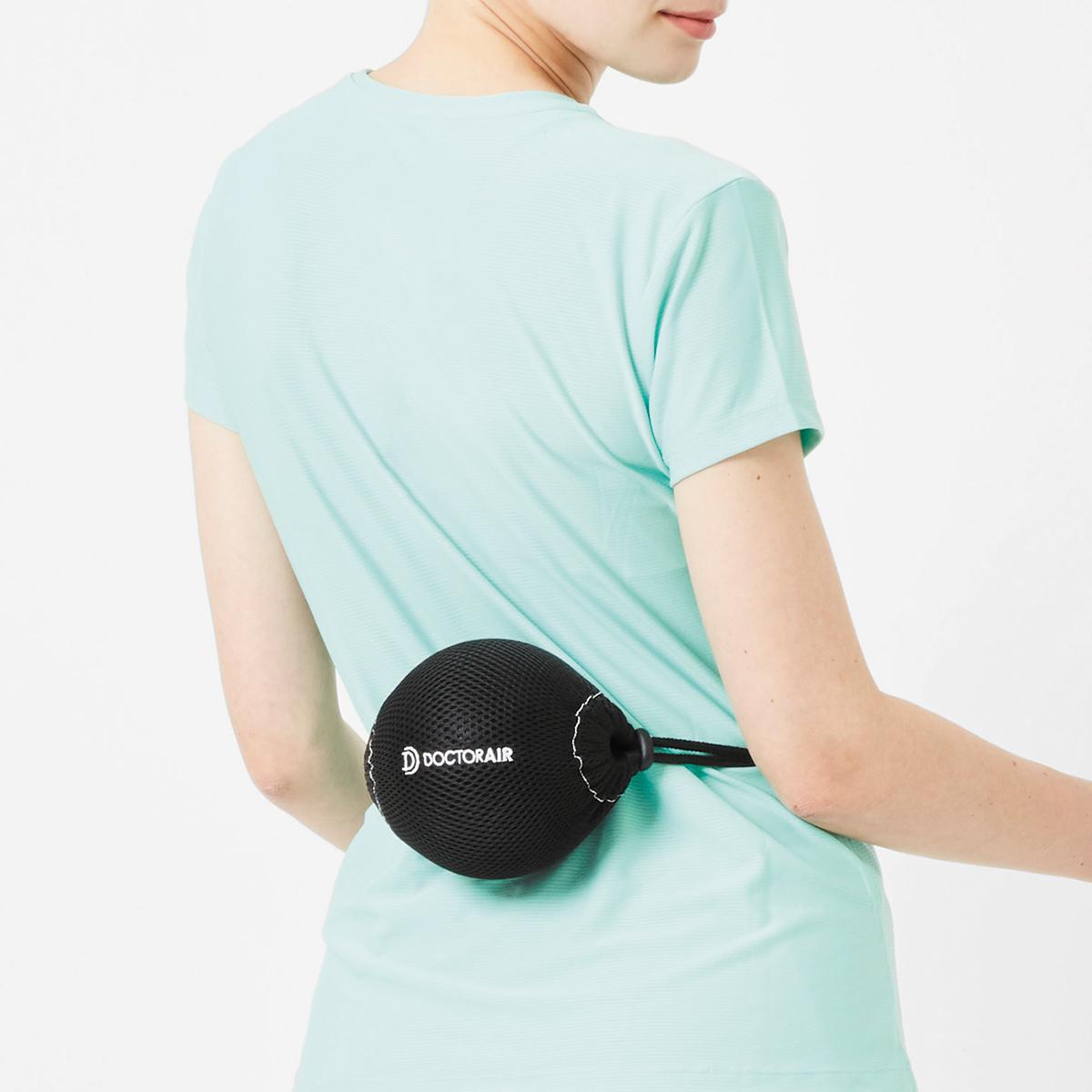 振動させずに、押し当てるだけのストレッチも気持ちいいストレッチボール|Dr.Air 3Dコンディショニングボール