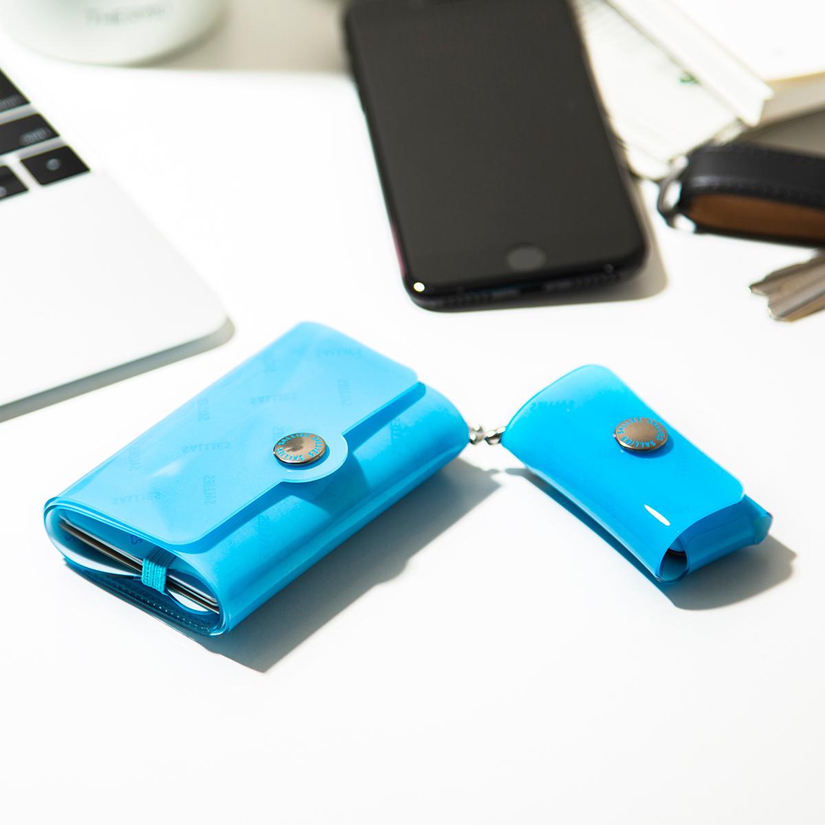 海・川・雪山レジャーで、水濡れを気にすることなくガシガシ使える、遊びに強い、1mmのPVC素材の「ミニ財布」|SALLIES