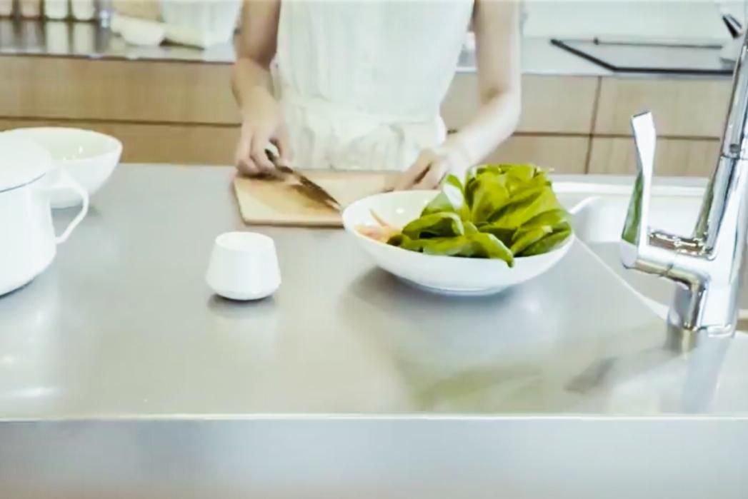 生活防水仕様だからキッチン、洗面所、アウトドアで使える。手のひらサイズなの新感覚スピーカー|docodemoスピーカー