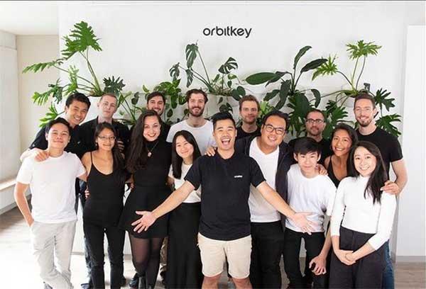 工業デザイナーのチャールズ・イン氏と薬剤師だったレックス・クオ氏が開発・起業しました。サボテンから生まれたエコレザーのキーホルダー(キーケース)|ORBITKEY(オービットキー)