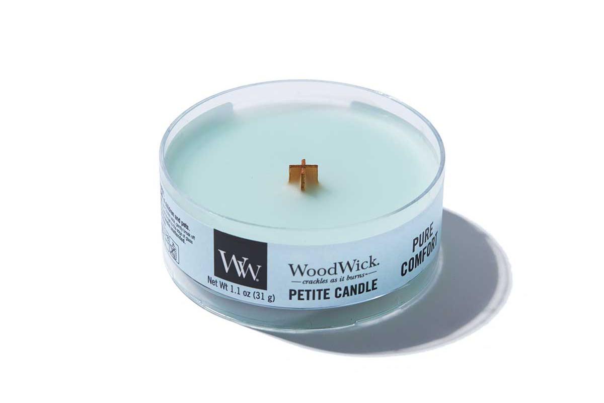 《ピュアコンフォート》小さな焚き火を眺めているような気分に。天然木の芯が燃える音がなんとも心地いい、『WoodWick(ウッドウィック)』のプチキャンドル