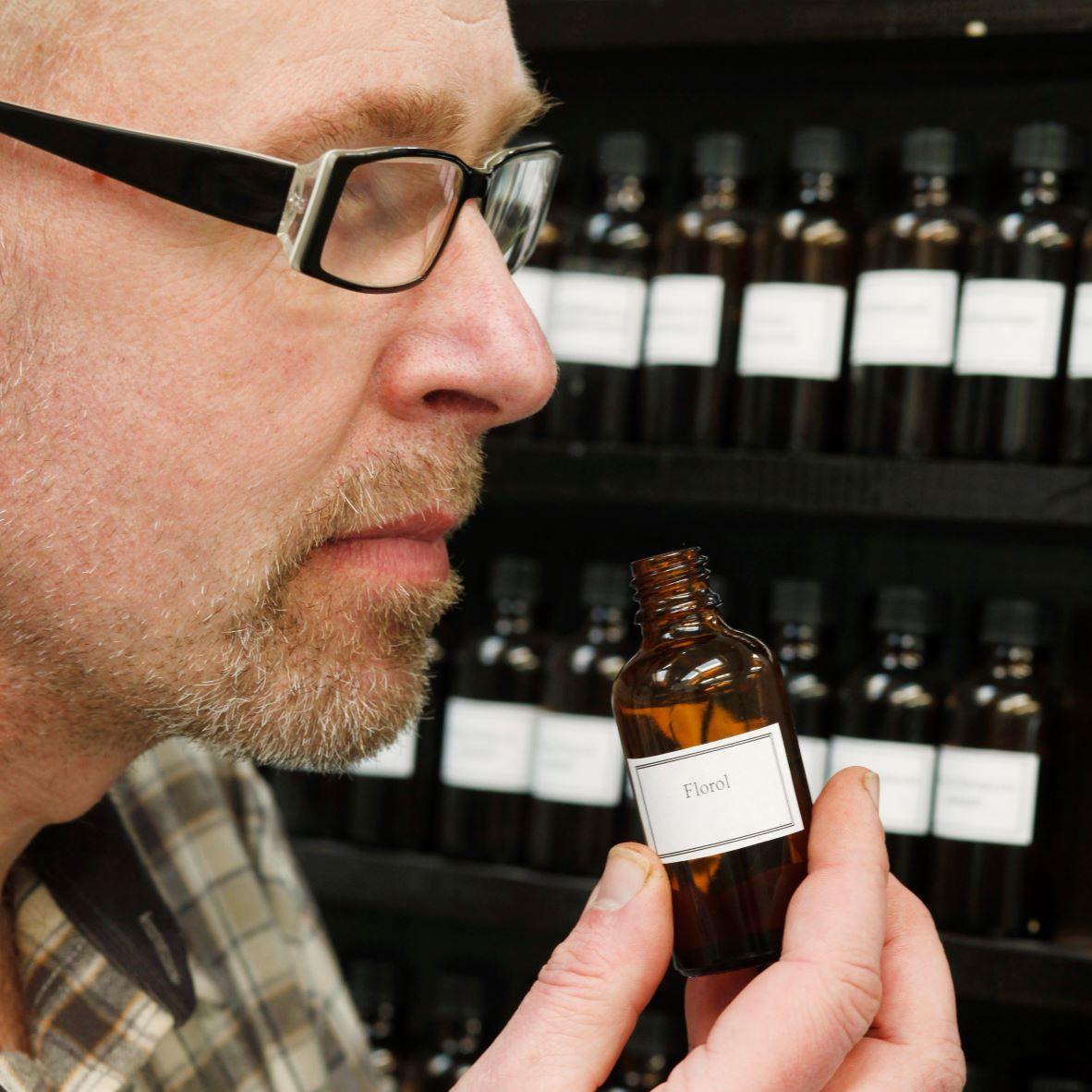 ブランド創業者であり、化学者・調香師である、エーロ・ヴァンティネン氏は、まさに「OSMIA」の持ち主|バスルームがフィンランドの森になる、「白樺の若葉」と「森の土」の香りのボディーソープ|OSMIA(オスミア)