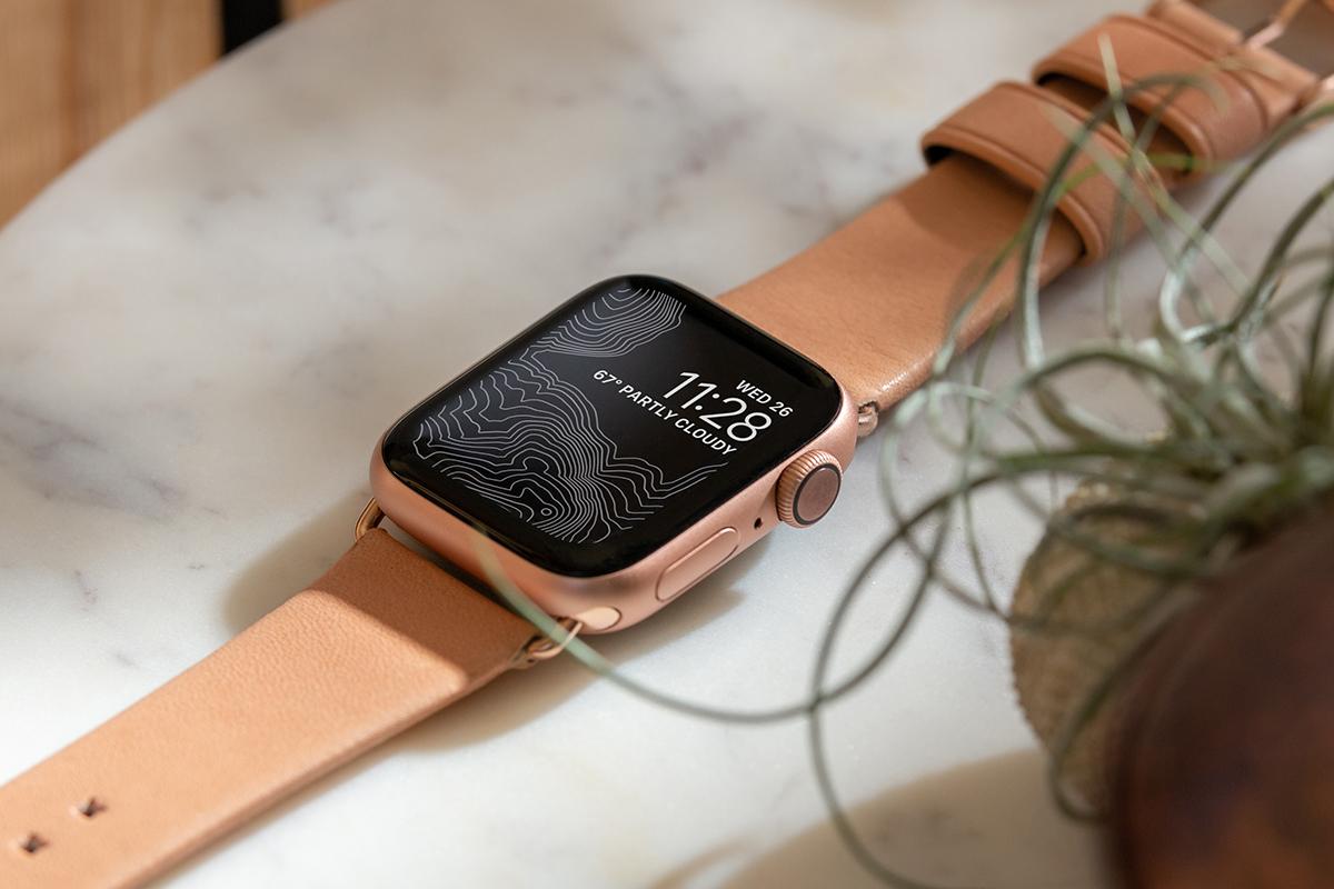使い込むほどに柔らかくなり、しっとりとした手馴染みのいい質感へと成長するヌメ革のApple Watchバンド・AirPodsケース|NOMAD